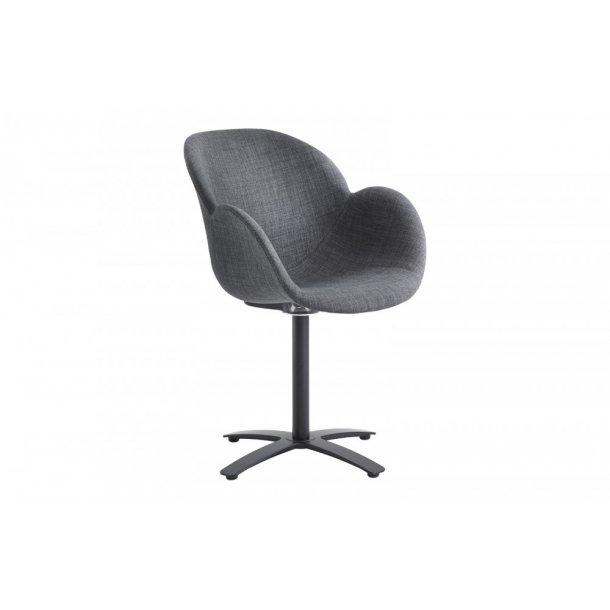 CASØ Deluxe armstol med sort x-fod og skal polstret med gråt stof