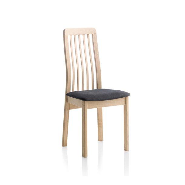 Findahls Line stol med med sort læder på sæde, træryg og stel i eg sæbe